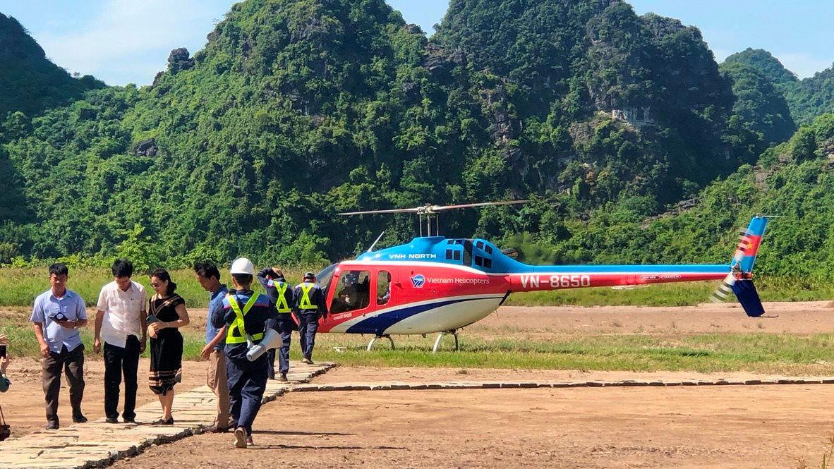 Những điểm du lịch nội địa có dịch vụ bay trực thăng ngắm cảnh - Ảnh 3.