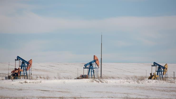 Giá xăng dầu hôm nay 12/10: Bão Delta tàn phá Vịnh Mexico, giá dầu tiếp tục tăng - Ảnh 1.