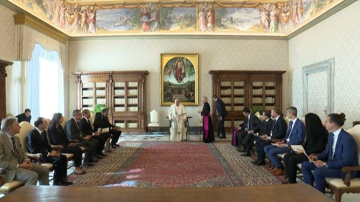 Credit Suisse 'đau đầu' với khoản nợ tín dụng 242 triệu euro của tòa thánh Vatican - Ảnh 1.