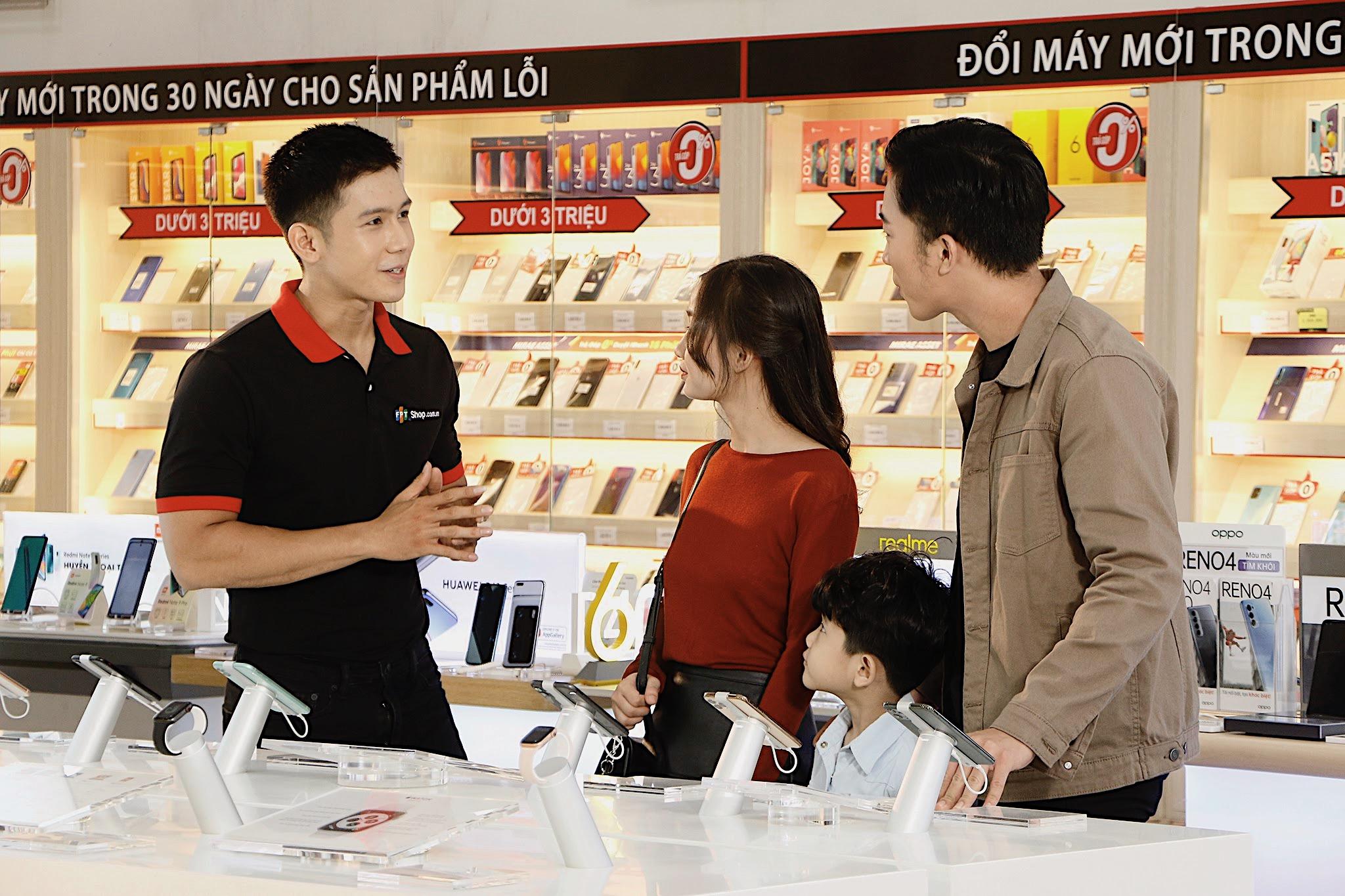 Bán lẻ rục rịch cho đặt trước iPhone 12, người dùng được thu cũ đổi mới giá rẻ hơn - Ảnh 1.