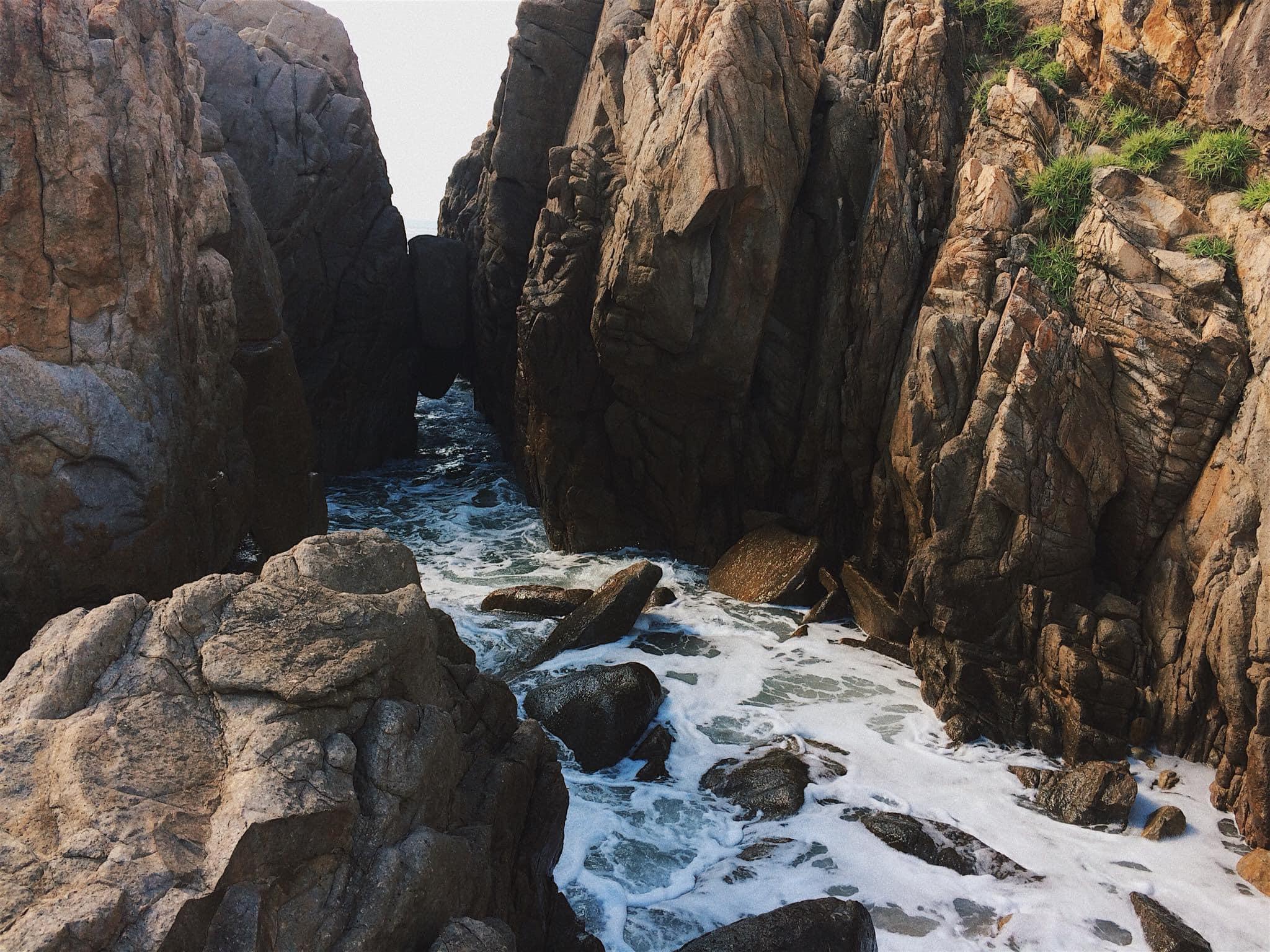 Chiêm ngưỡng vẻ đẹp Gành Đèn, 'viên ngọc' được cất giấu giữa biển trời Phú Yên  - Ảnh 12.
