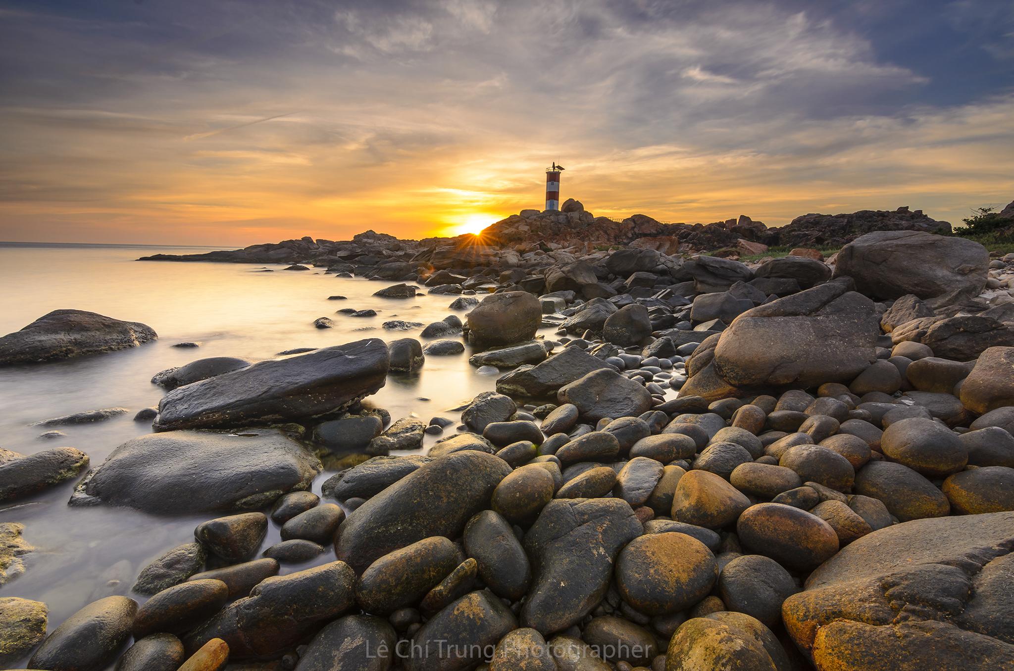 Chiêm ngưỡng vẻ đẹp Gành Đèn, 'viên ngọc' được cất giấu giữa biển trời Phú Yên  - Ảnh 1.