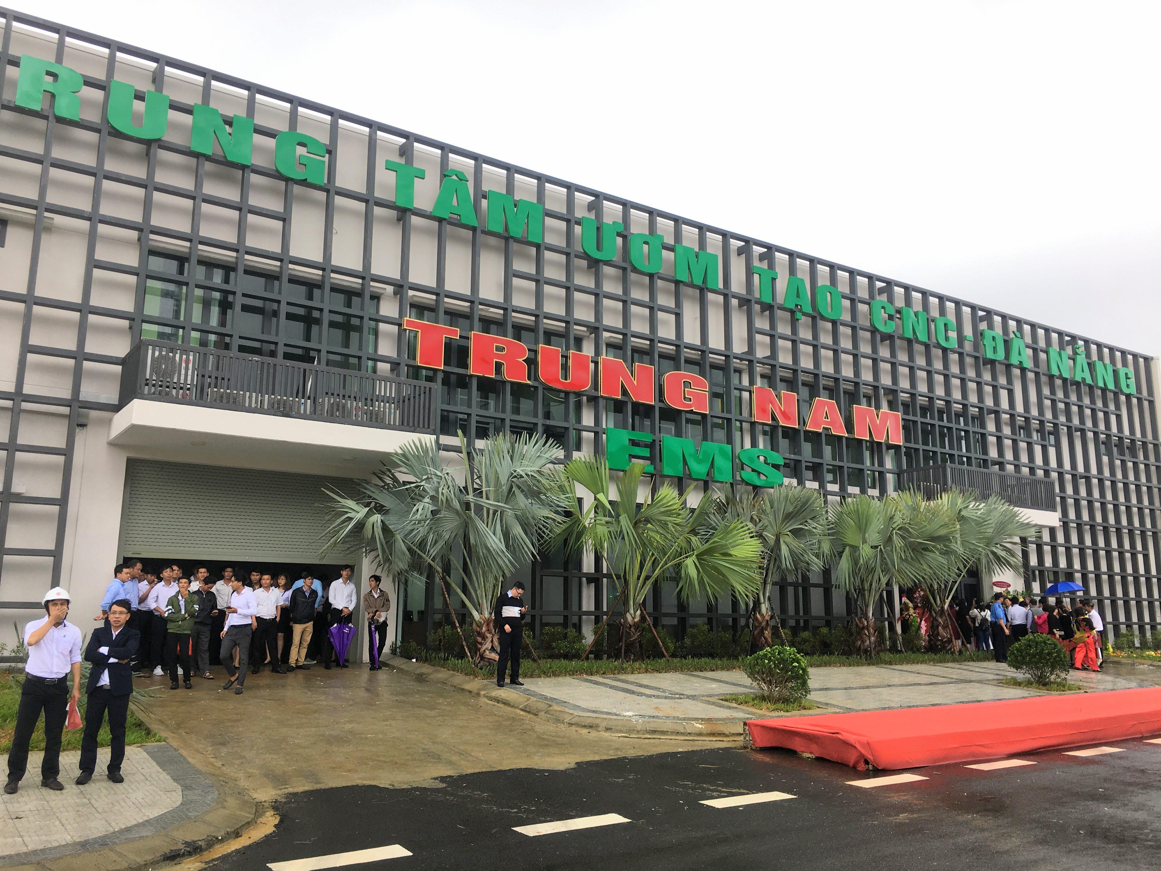 Khu CNTT tập trung Đà Nẵng đưa dự án sản xuất và lắp ráp thiết bị điện tử công nghệ cao đầu tiên hoạt động - Ảnh 2.