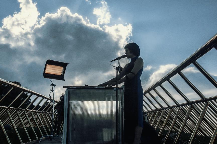 Ngắm những khoảng khắc đẹp ngỡ ngàng của Cầu Vàng trong lễ hội  âm nhạc trực tuyến United We Stream Asia - Ảnh 5.