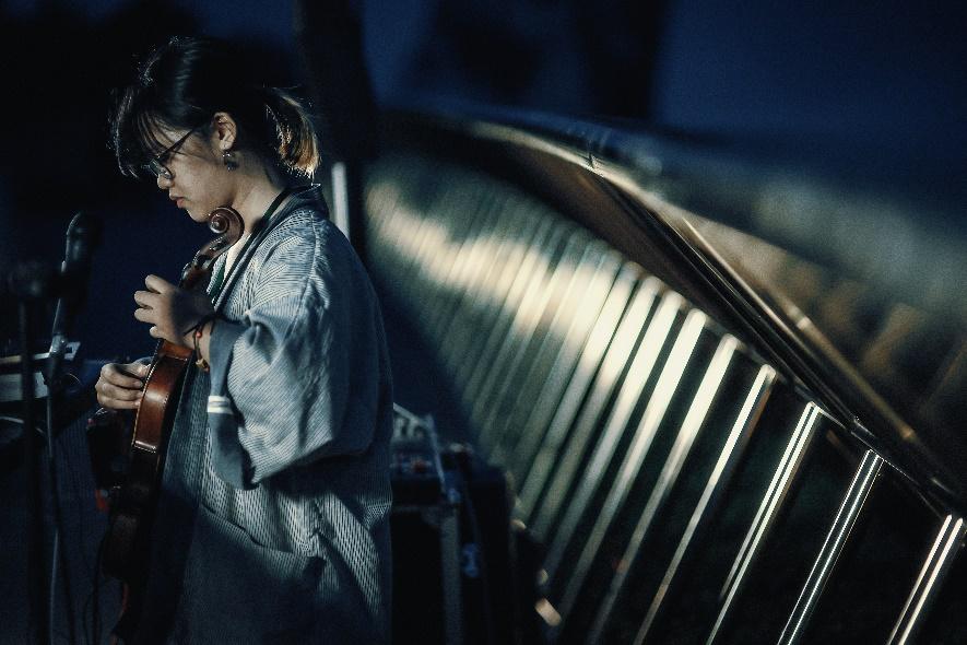 Ngắm những khoảng khắc đẹp ngỡ ngàng của Cầu Vàng trong lễ hội  âm nhạc trực tuyến United We Stream Asia - Ảnh 7.