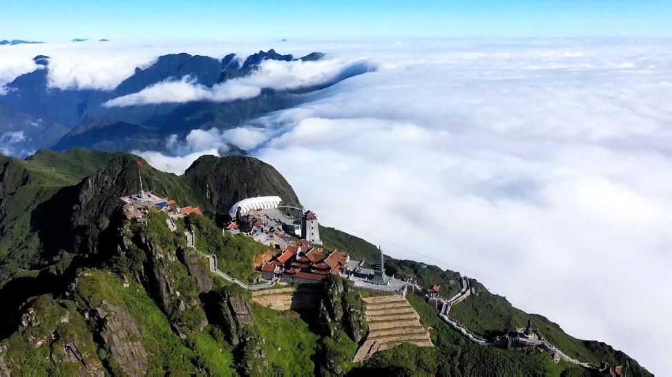 Săn mây trên đỉnh Fansipan – chốn hẹn hò ngọt lịm cho ngày 20/10 - Ảnh 1.