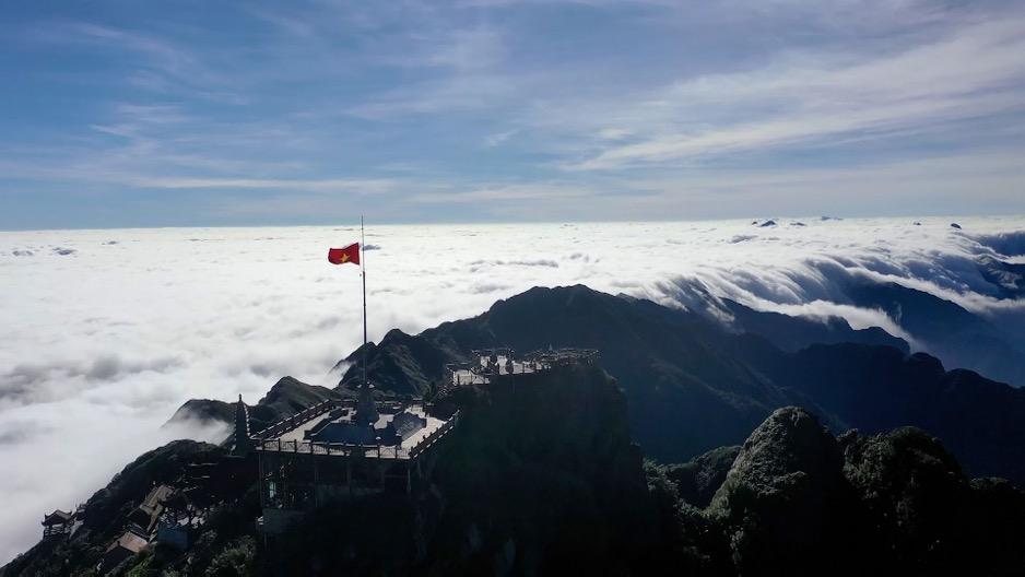 Săn mây trên đỉnh Fansipan – chốn hẹn hò ngọt lịm cho ngày 20/10 - Ảnh 2.