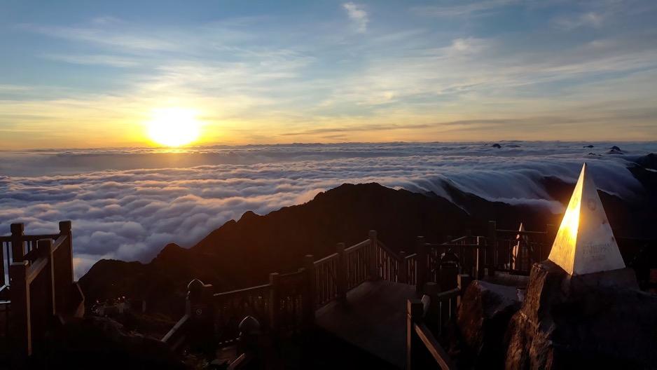 Săn mây trên đỉnh Fansipan – chốn hẹn hò ngọt lịm cho ngày 20/10 - Ảnh 3.