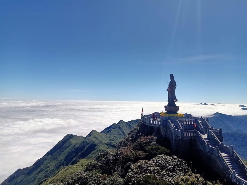 Săn mây trên đỉnh Fansipan – chốn hẹn hò ngọt lịm cho ngày 20/10 - Ảnh 6.