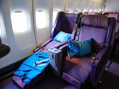 Tiếp viên hàng không tư vấn điều không nên làm trên máy bay - Ảnh 2.