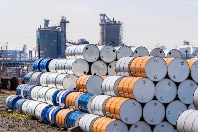 Giá xăng dầu hôm nay 19/10: Dầu tiếp tục giảm do đại dịch COVID-19 tăng cao - Ảnh 1.