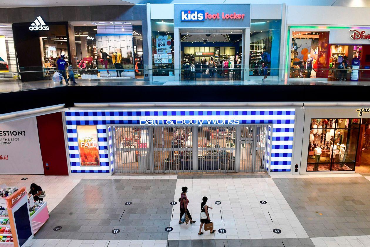Các trung tâm thương mại Mỹ vắng tanh dù mùa mua sắm cuối năm đang đến gần - Ảnh 1.
