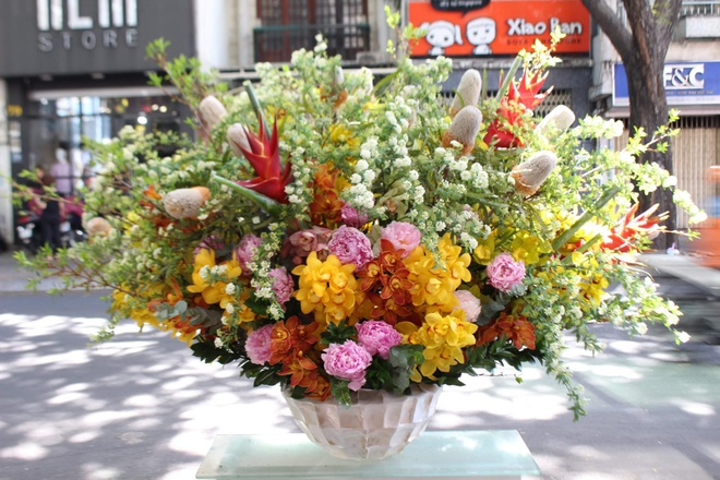 Thị trường hoa cao cấp vẫn hút khách dịp 20/10 - Ảnh 2.