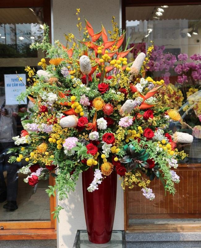 Thị trường hoa cao cấp vẫn hút khách dịp 20/10 - Ảnh 1.