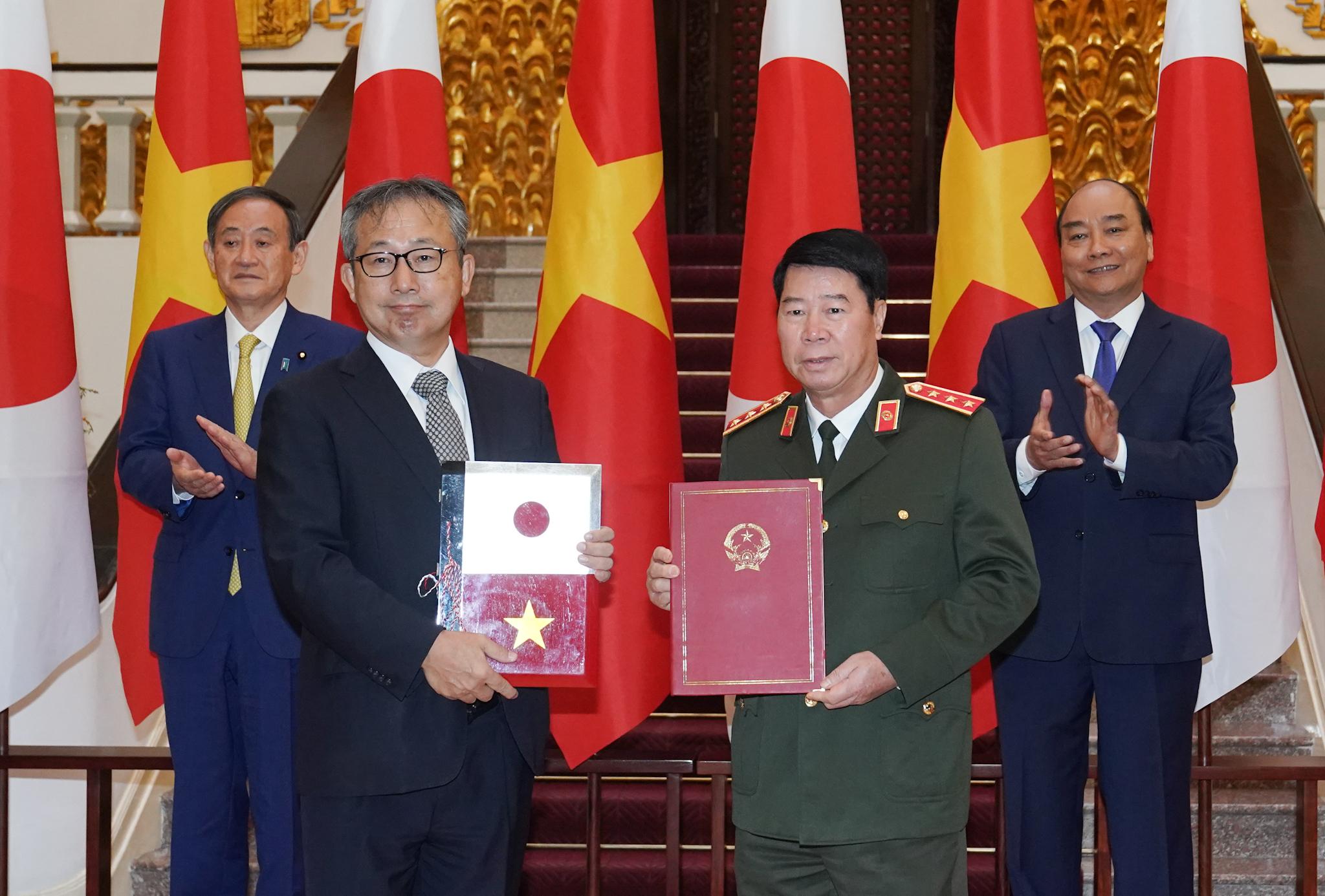 Việt Nam, Nhật Bản sớm mở lại đường bay thương mại và kí kết 12 văn kiện hợp tác trị giá gần 4 tỉ USD - Ảnh 1.