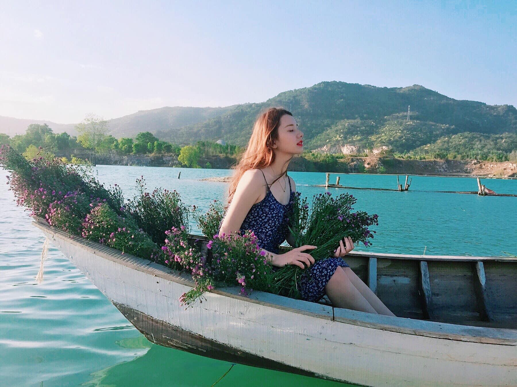 Bật mí 5 góc chụp 'đẹp miễn chê' tại hồ Đá Xanh, Vũng Tàu  - Ảnh 4.