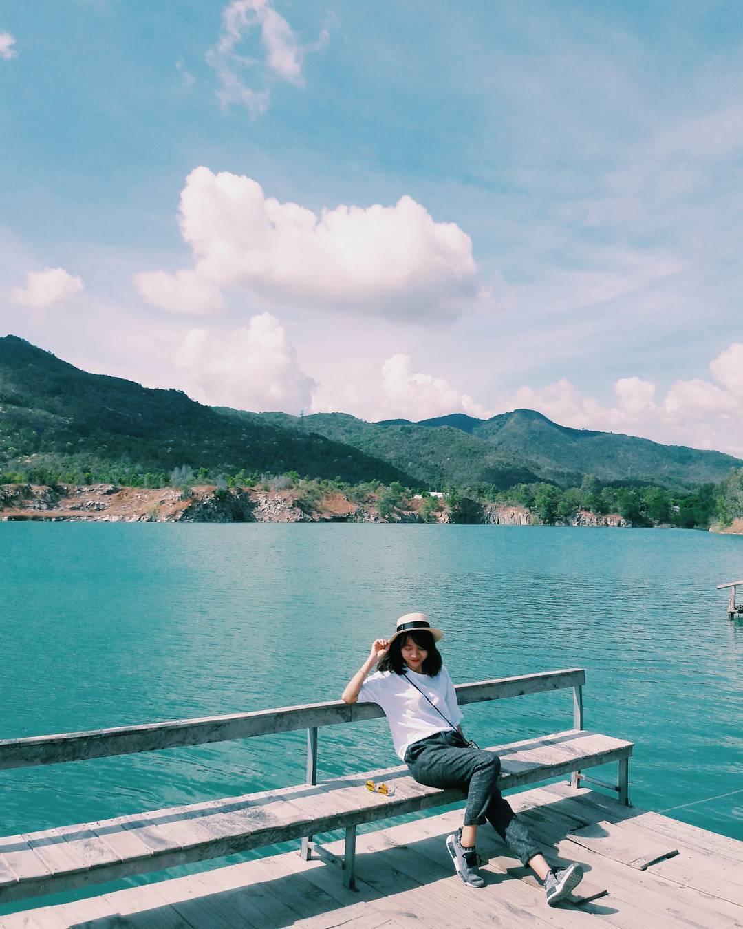 Bật mí 5 góc chụp 'đẹp miễn chê' tại hồ Đá Xanh, Vũng Tàu  - Ảnh 1.