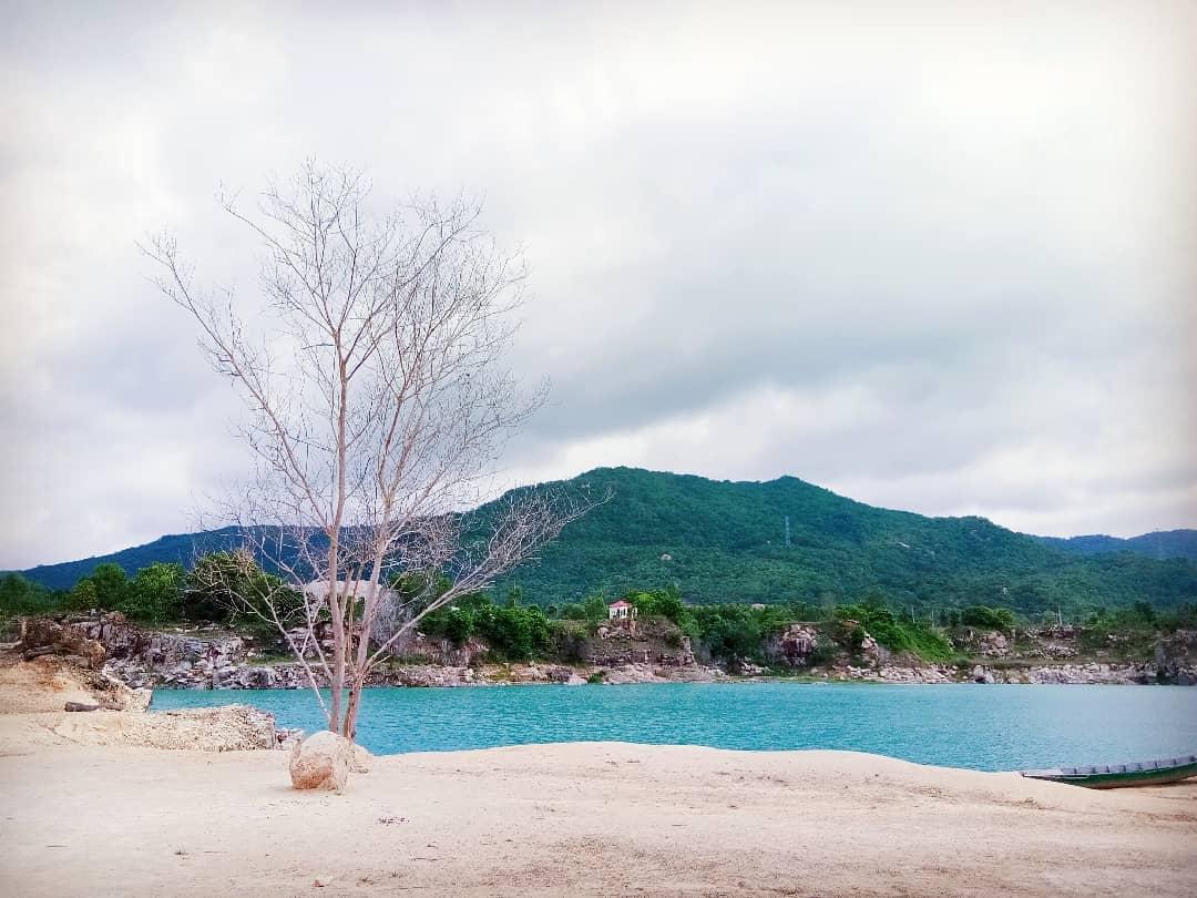 Bật mí 5 góc chụp 'đẹp miễn chê' tại hồ Đá Xanh, Vũng Tàu  - Ảnh 2.