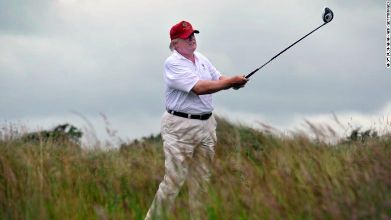 Tuổi tác và cân nặng của ông Trump khiến COVID-19 đặc biệt nguy hiểm - Ảnh 1.