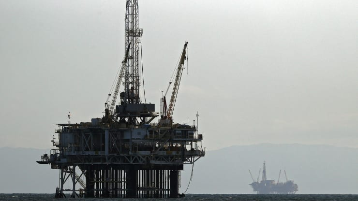 Giá xăng dầu hôm nay 3/10: Donald Trump kiểm tra dương tính với COVID-19, giá dầu giảm mạnh - Ảnh 1.