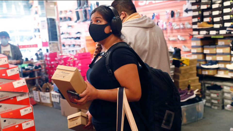Các trung tâm thương mại Mỹ vắng tanh dù mùa mua sắm cuối năm đang đến gần - Ảnh 2.