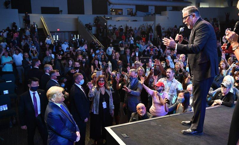 Chiến dịch tranh cử của ông Biden cảnh báo: 'Donald Trump vẫn có thể chiến thắng cuộc đua' - Ảnh 2.