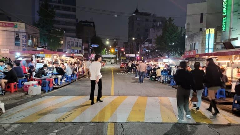 Thanh niên Hàn Quốc muốn giàu nhanh nhờ chứng khoán - Ảnh 2.
