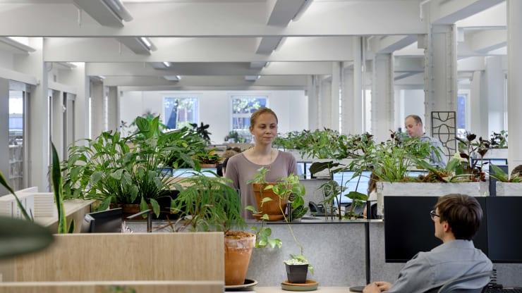 Đại dịch Covid-19 thúc đẩy xu hướng mới trong thiết kế nội thất văn phòng - Ảnh 3.