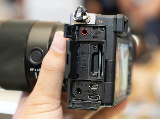Máy ảnh full-frame nhỏ nhất thế giới đã có mặt tại Việt Nam - Ảnh 4.