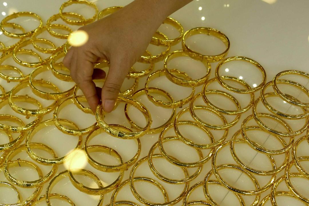 Giá vàng hôm nay 22/10: Vàng SJC tăng giảm trái chiều - Ảnh 1.