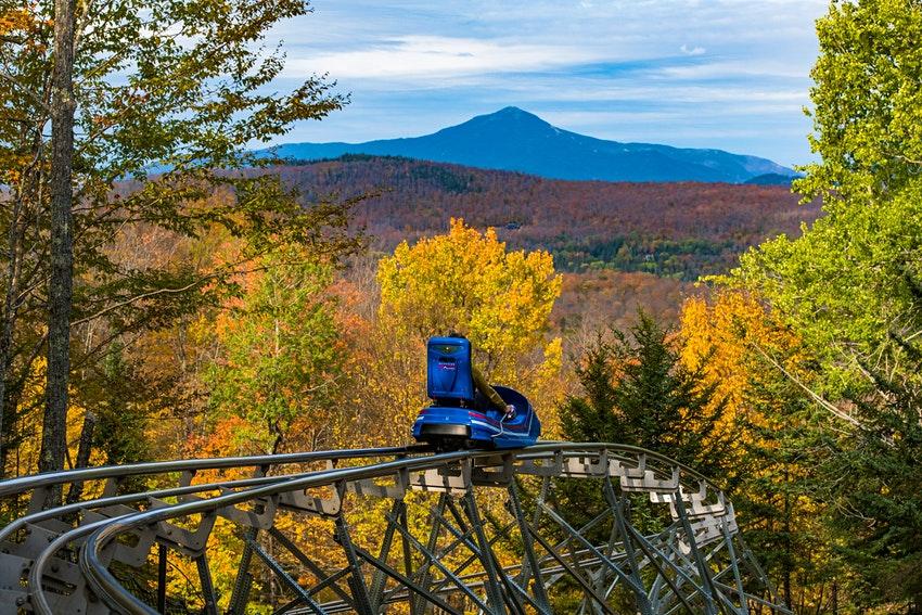 Vẻ đẹp mùa thu tại đường trượt trên núi dài nhất Bắc Mỹ - Ảnh 1.