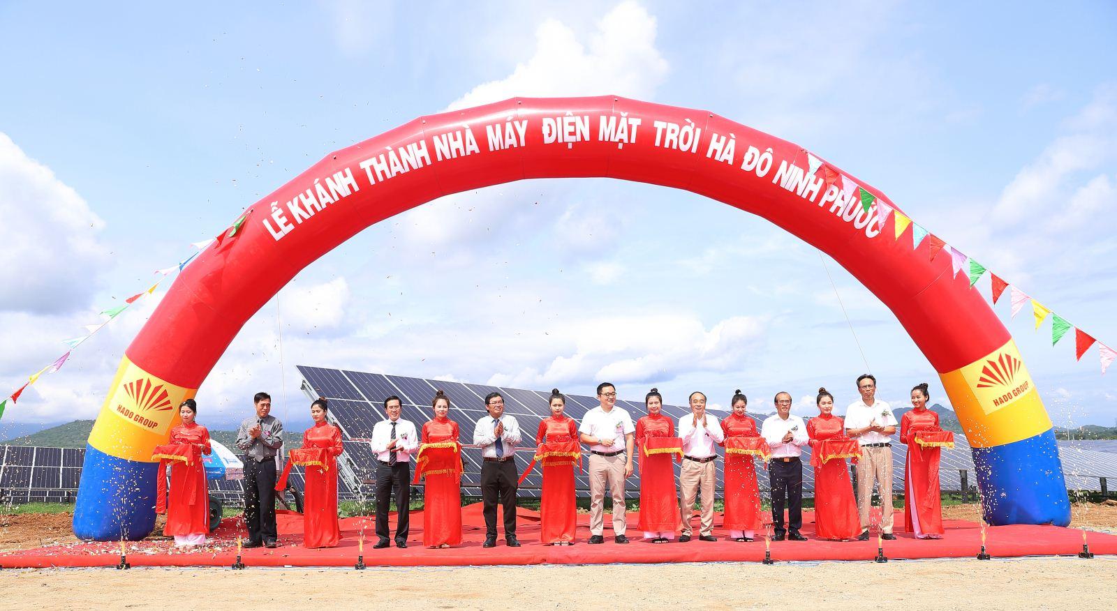 Ninh Thuận: Thêm một nhà máy điện Mặt Trời có vốn đầu tư hơn 1.000 tỉ đồng đi vào hoạt động - Ảnh 1.