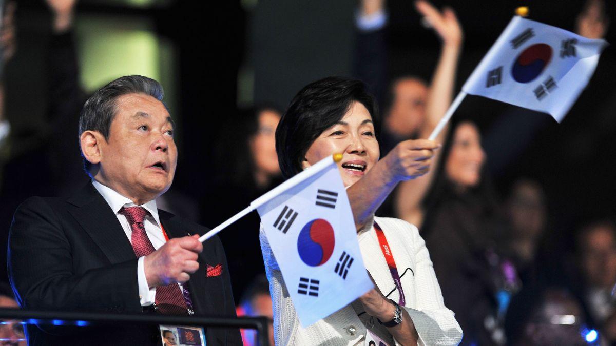 Vợ, con của cố Chủ tịch Samsung phải nộp gần 9 tỉ USD để thừa kế số cổ phiếu ông để lại - Ảnh 1.