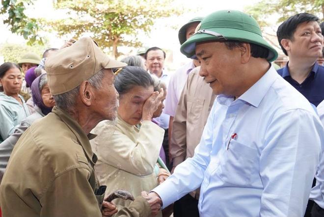 Chính phủ quyết định hỗ trợ khẩn cấp 500 tỉ đồng cho 5 tỉnh miền Trung - Ảnh 1.
