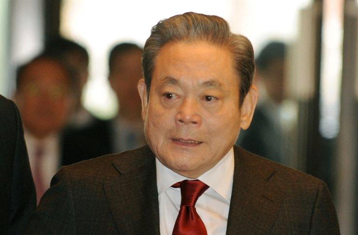 Cái chết của Chủ tịch Samsung có thể làm giảm ảnh hưởng của gia tộc Lee đối với tập đoàn - Ảnh 1.