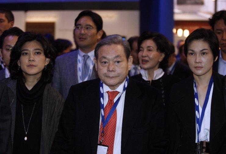 Cái chết của Chủ tịch Samsung có thể làm giảm ảnh hưởng của gia tộc Lee đối với tập đoàn - Ảnh 2.