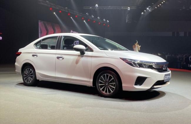 7 mẫu xe sedan hạng B giá lăn bánh 500-700 triệu đồng đáng xuống tiền - Ảnh 8.
