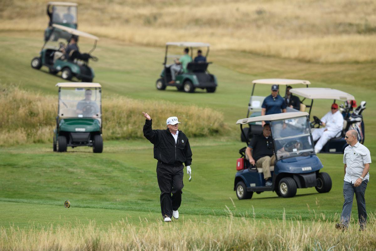 Reuters: Tổng thống Trump nói hay nhưng làm dở với các sân golf - Ảnh 1.