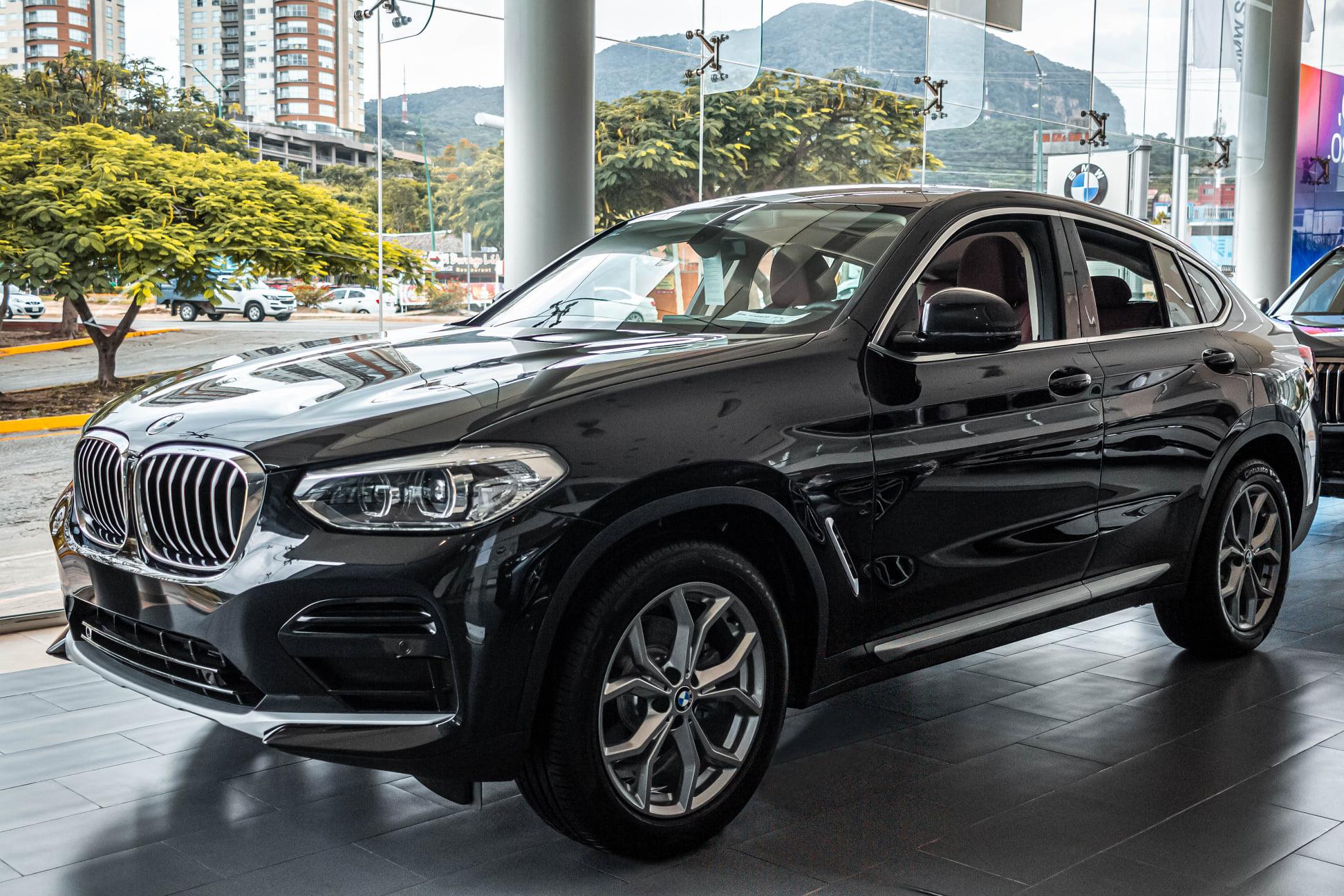 Giá xe ô tô giảm sâu tới gần 500 triệu đồng trong mùa mua sắm cuối năm - Ảnh 1.