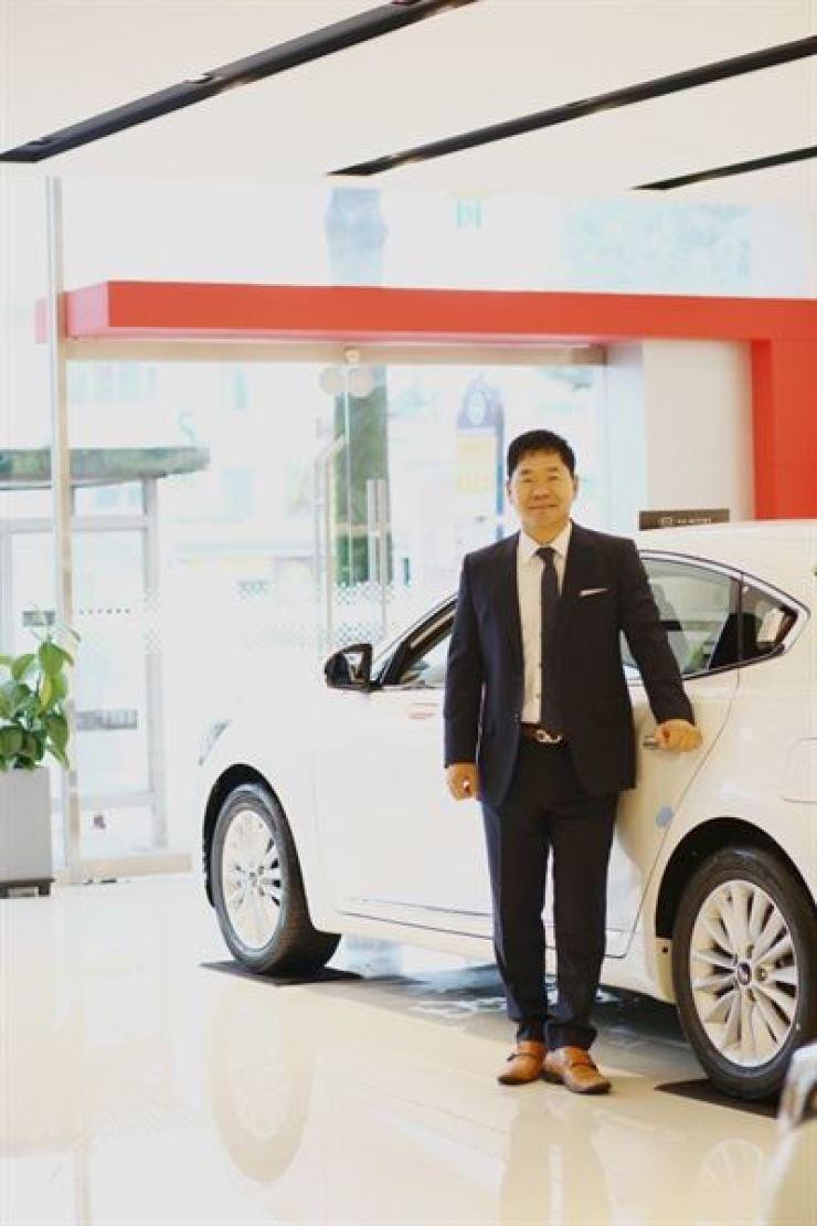 Bí quyết chinh phục khách hàng của người bán 150 ô tô mỗi năm - Ảnh 1.