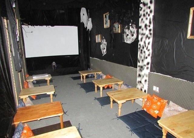 Quán cà phê phim, điểm hẹn lí tưởng cho những thước phim kinh dị ngày Halloween tại Sài Gòn - Ảnh 8.