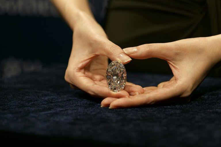 Viên kim cương hoàn mĩ, cực kì quí hiếm được bán với giá 15,7 triệu USD - Ảnh 1.