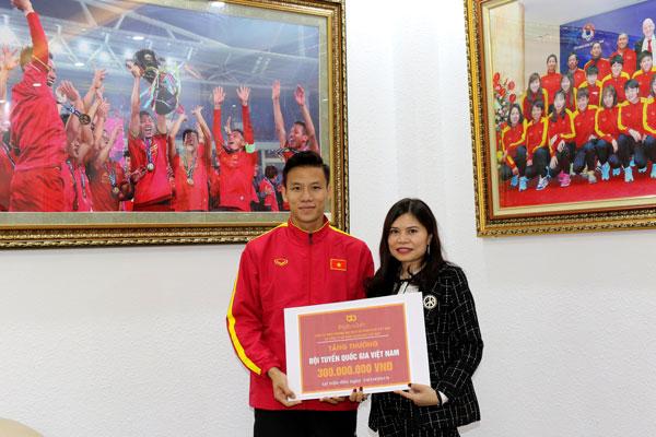 BigBuy24h và Goldgame từng hứa thưởng ĐTQG Việt Nam 21 tỉ đồng trước khi 'tạm ngừng hoạt động' - Ảnh 1.