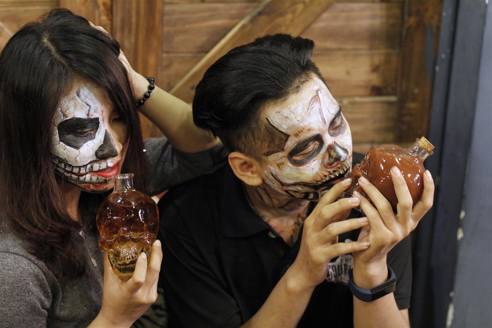 """""""Đột nhập"""" 5 quán cà phê ma mị đậm chất Halloween tại Sài Gòn - Ảnh 8."""