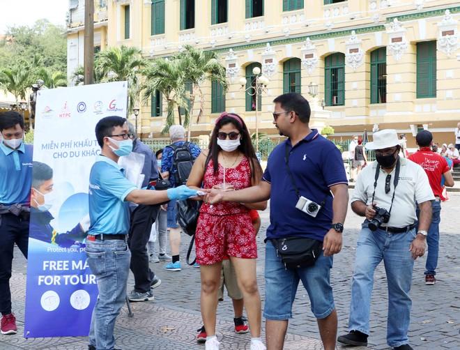 Việt Nam có nên mở cửa du lịch với một số nước như Singapore? - Ảnh 1.