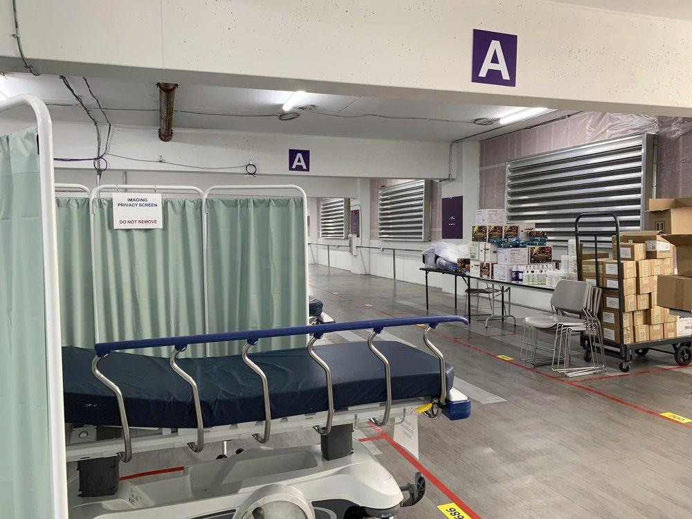 Bệnh viện Mỹ quá tải ca bệnh COVID-19, nhân viên y tế 'mệt mỏi cùng cực' - Ảnh 2.