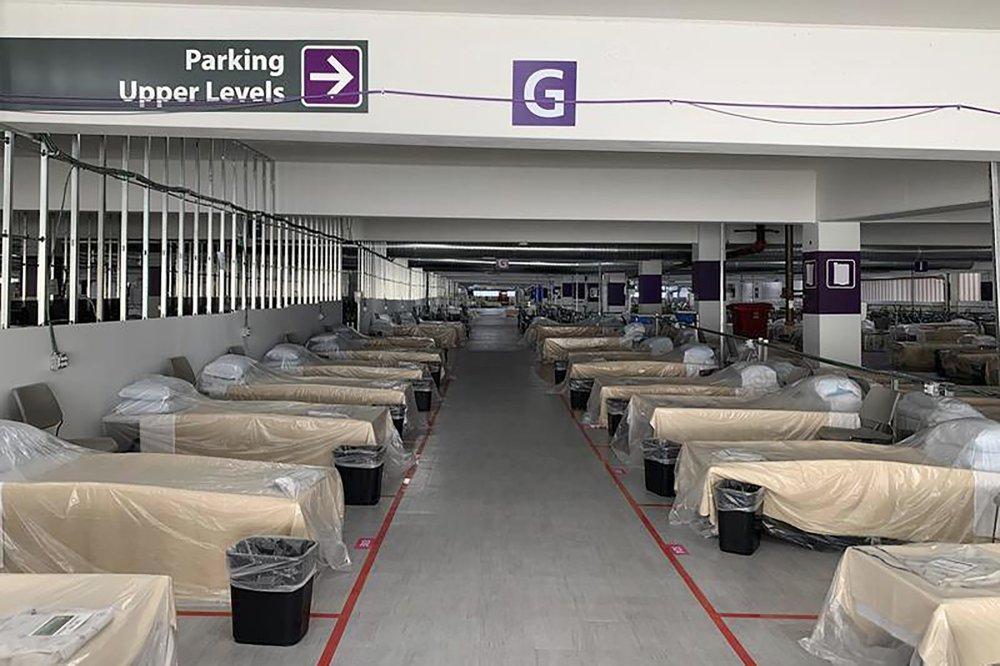 Bệnh viện Mỹ quá tải ca bệnh COVID-19, nhân viên y tế 'mệt mỏi cùng cực' - Ảnh 3.