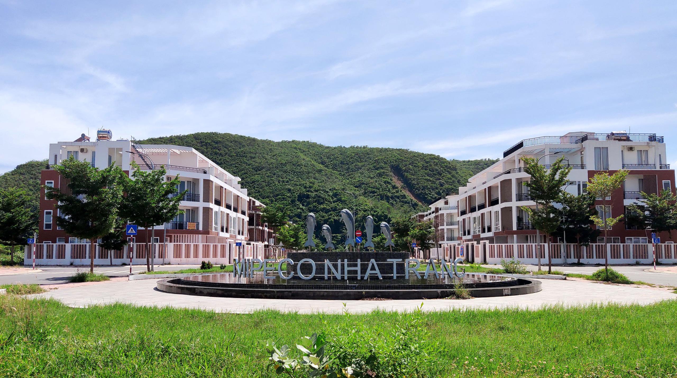 Hàng loạt căn hộ bỏ hoang, vắng chủ tại KĐT Mipeco - Nha Trang - Ảnh 2.