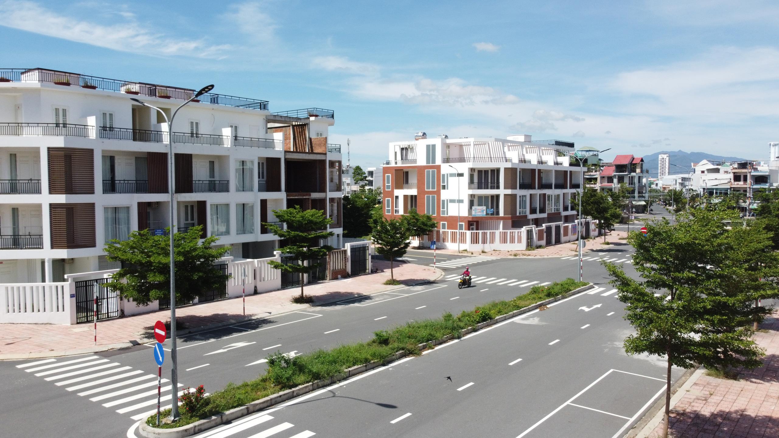 Hàng loạt căn hộ bỏ hoang, vắng chủ tại KĐT Mipeco - Nha Trang - Ảnh 4.