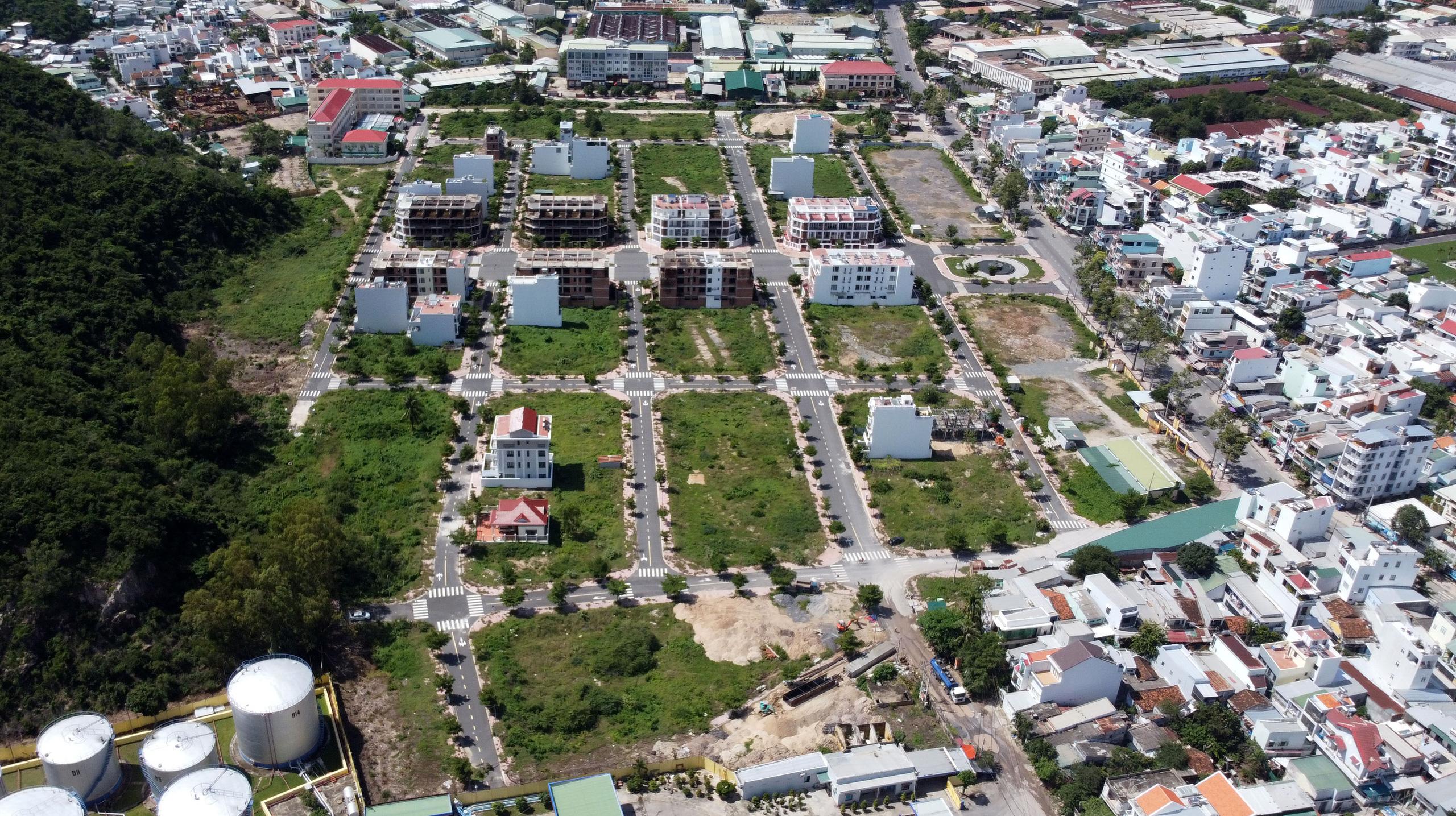 Hàng loạt căn hộ bỏ hoang, vắng chủ tại KĐT Mipeco - Nha Trang - Ảnh 5.
